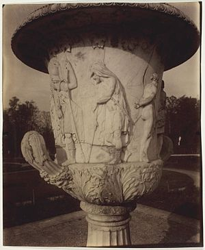 Medici Vase - Image: Eugène Atget Versailles, Vase par Cornu 1963.983