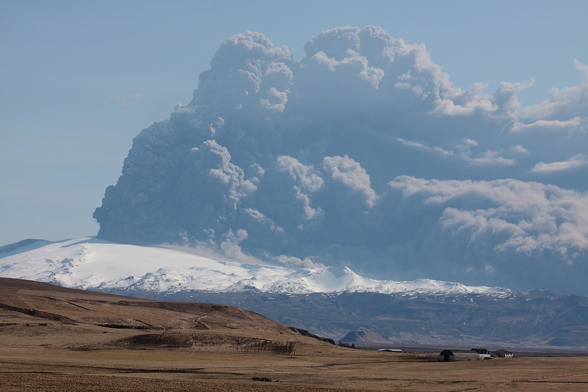 2010年のエイヤフィヤトラヨークトルの噴火 wikipedia