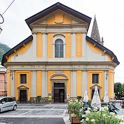 Façade de l'église Saint-Étienne, Saint-Étienne-de-Tinée, France.jpg