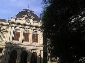 Facha del Rectorado de la Universidad de Nacional de La Plata.jpg