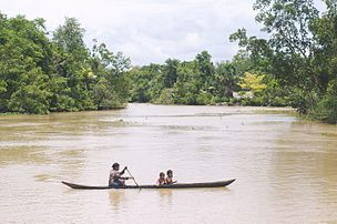 Familia de Warao en canoe