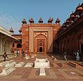 Fatehpur Sikir Jami Masjid gate 2010.jpg