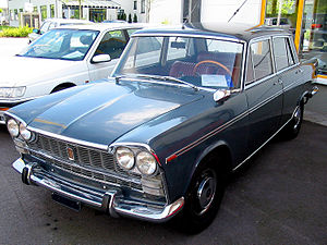 Fiat 2300 - Fiat 2300 saloon