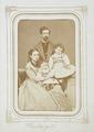 Fotografiporträtt på Walther och Wilhelmina med döttrarna Ebba och Ellen, 1868. Familjeporträtt - Hallwylska museet - 107842.tif