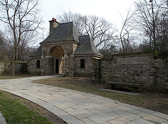 Point Breeze, Pittsburgh - Image: Frick Park Gate