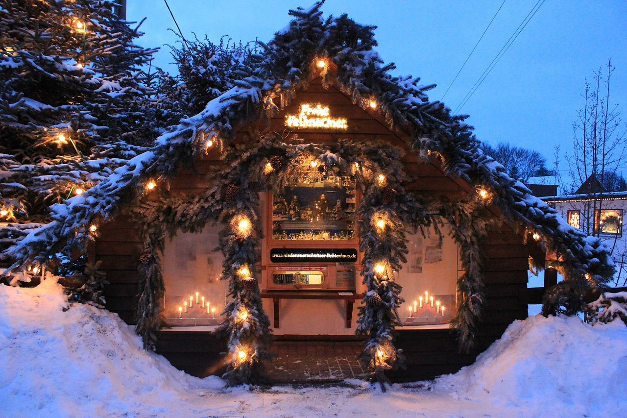 datei frohe weihnachten h tte lichterhaus niederw rschnitz img wikipedia. Black Bedroom Furniture Sets. Home Design Ideas