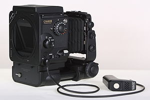 Fuji GX680 - right-/rear-view of Fuji GX680III Professional Body with Standard-Bellows, closed Folding Waist-level Finder and 1m Remote-Release III
