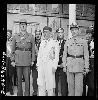 Muhammad VIII al-Amin - General De Gaulle welcomed by Lamine Bey and Resident General Mast.