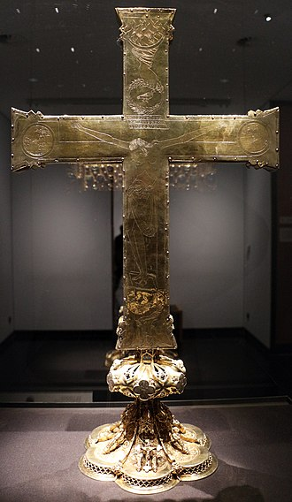 "Cross of Lothair - The front side (Kaiserseite, ""imperial side"") of the Cross of Lothair (left). Back of the cross, with engraved crucifixion (right)."