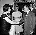 Giulietta Simionato and Yuri Gagarin 1964.jpg