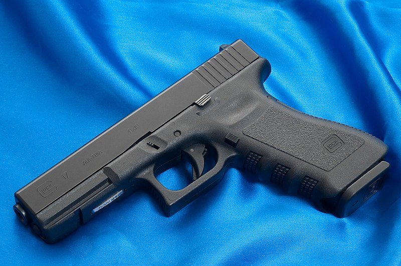 http://upload.wikimedia.org/wikipedia/commons/thumb/8/8d/Glock17.jpg/800px-Glock17.jpg