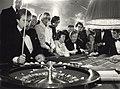 Gokken met de roulette in het casino, hotel Bouwes te Zandvoort. Geschonken in 1986 door United Photos de Boer bv. Identificatienummer 54-005745, NL-HlmNHA 54005745.JPG