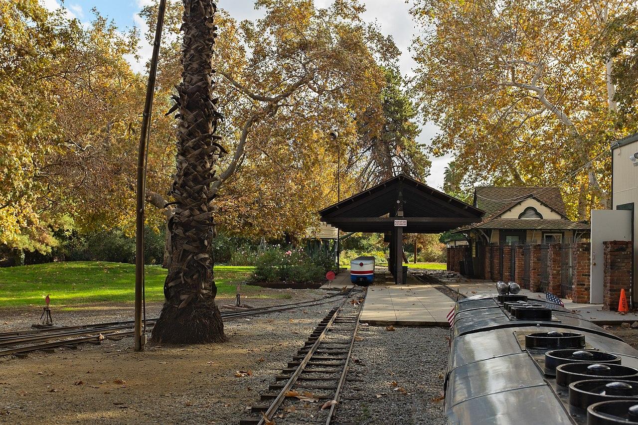 Estación de tren ubicada en el parque Griffith.