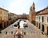 Guastalla, piazza mazzini 03.jpg