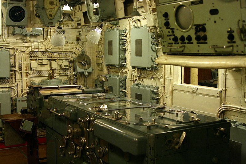 File:HMS Belfast - 6inch transmitting station 1.jpg