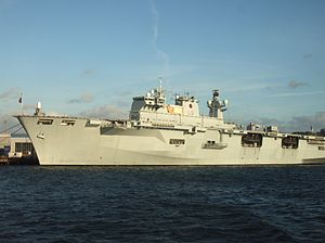 HMS Ocean (L12) set i Plymouth 2006
