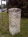 Hermstedt, Wegweiserstein am südlicher Ortsrand (1).jpg