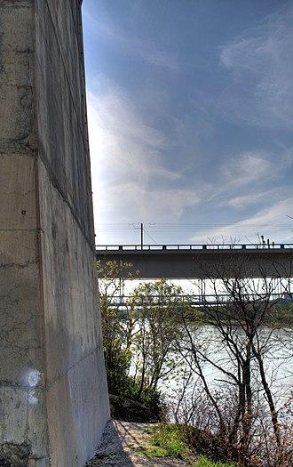 Dudley B. Menzies Bridge - Image: High level Bridge Edmonton Alberta Canada 06 B