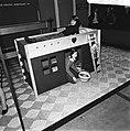 Hoogslaper voor een kind met daaronder een speelhuis, Bestanddeelnr 926-8051.jpg