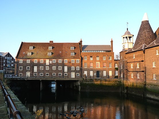 Three Mills, House Mill and Miller's House at low tide House Mill 2009a.JPG