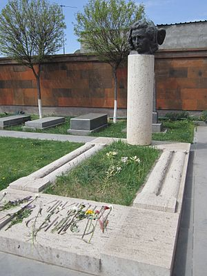 Hovhannes Shiraz - Hovhannes Shiraz's tombstone in Komitas Pantheon