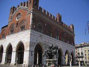 Palazzo Comunale, Piacenza - Palazzo Gotico by day, from north-east side.