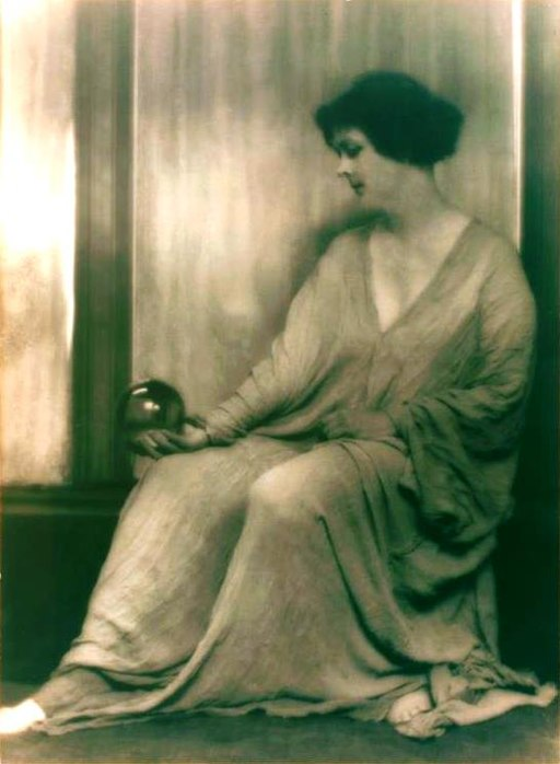 Isadora Duncan studies 5