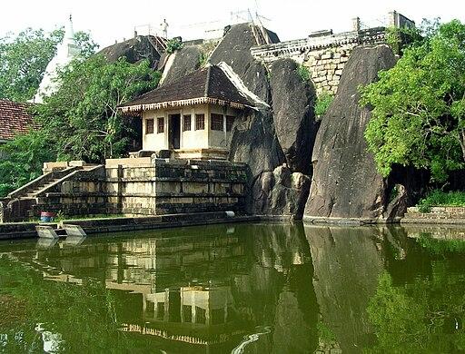 Isurumuniya temple 03