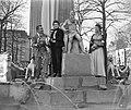Italiaanse filmsterren Rossano Brazzi en Milly Vitale.Opnamen fontein door stor…, Bestanddeelnr 906-8516.jpg