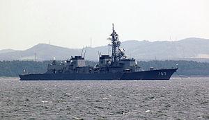 JS Ikazuchi (DD-107) at Ōminato 01.jpg