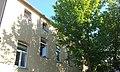 Jedna z kamienic Tomaszowskiego Towarzystwa Budownictwa Społecznego, Warszawska 47.jpg
