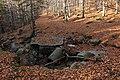 Jizerské hory, povodní zničený mostek na turistické trase.jpg