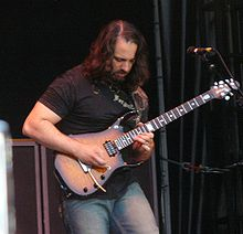 John Petrucci dengan Dream Theater di Berlin 2007.