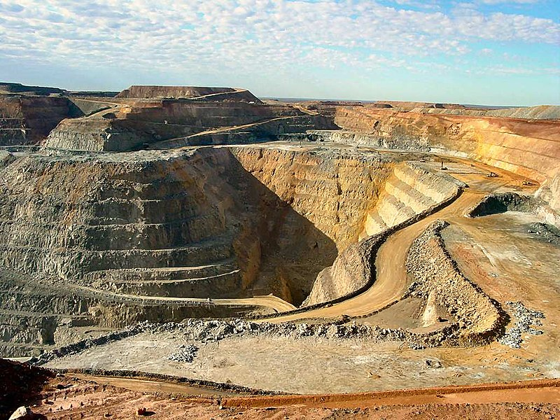 Super Pit gold mine on Kalgoorlie's Golden Mile in Western Australia, Australia's largest open-pit mine Kalgoorlie The Big Pit DSC04498.JPG