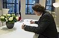 Koenders tekent condoleanceregister Franse ambassade (3).jpg