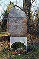 Kriegerdenkmal Am Kirchberg vor der Kirche Ochtmersleben.JPG