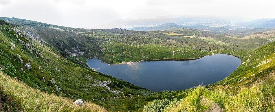 Krkonose-bergsee-panorama.jpg
