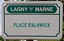 L1532 - Plaque de rue - Place d'Alnwick.jpg