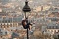 Lamp Post Performer at Sacré-Cœur - panoramio.jpg