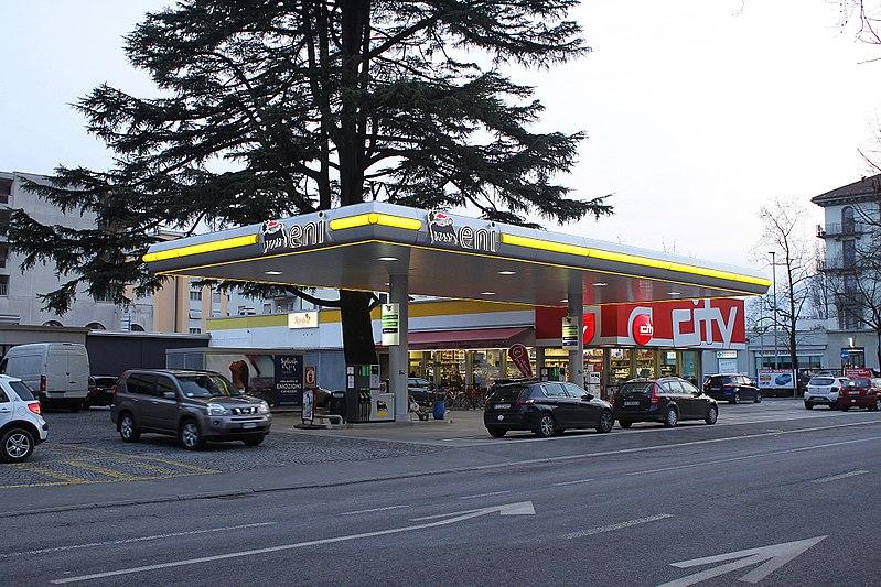 File:Locarno pompa benzina Eni 040318.jpg