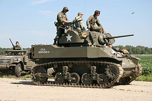 M5 Stuart tank, Thunder Over Michigan 2006.jpg