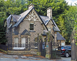 Macclesfield Cemetery - Image: Macclesfield Cemetery Lodge and Gates