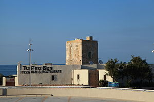 Qawra Tower - One of the blockhouses and the redan, which now serve as the entrance to the restaurant