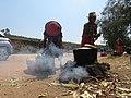 Marchands de maïs sur la route nationale.jpg
