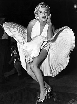 Posing for photographers while filming the subway grate scene in Manhattan for The Seven Year Itch Marilyn Monroe photo pose Seven Year Itch.jpg