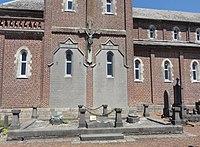 Masny - Cimetière de l'église Saint-Martin (13, tombe de la famille Fiévet).JPG