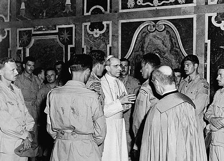 Members of the Canadian Royal 22 Regiment in audience with Pope Pius XII, following the Liberation of Rome in 1944 during World War II Members of the Royal 22e Regiment in audience with Pope Pius XII.jpg