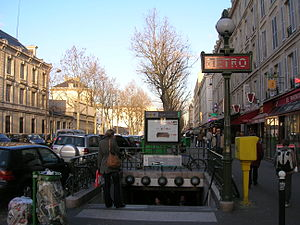 Reuilly – Diderot (Paris Métro) - Image: Metro 1 Reuilly Diderot ext