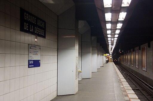 Metro L1 Grande-Arche IMG 5565