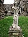 Middleham Castle - Modern day Richard III monument.jpg